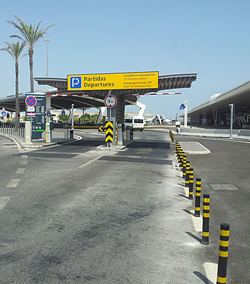Kiss and Fly parking at Faro airport - entrance