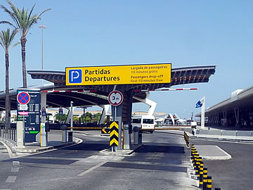 Faro Airport - entrance to Kiss & Fly park - departures